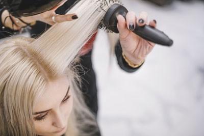 capelli biondi shampoo antigiallo