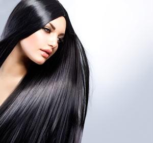 capelli lisci luminosi e sani