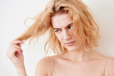 capelli aridi e sfibrati